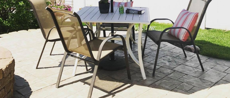 Painting patio furniture is an easy and budget friendly update