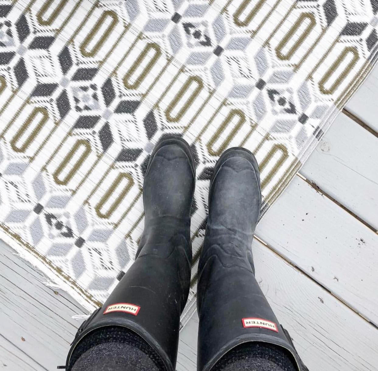 I found the perfect outdoor rug! It is waterproof and cute, so it's a great way to add some color to your deck or patio.